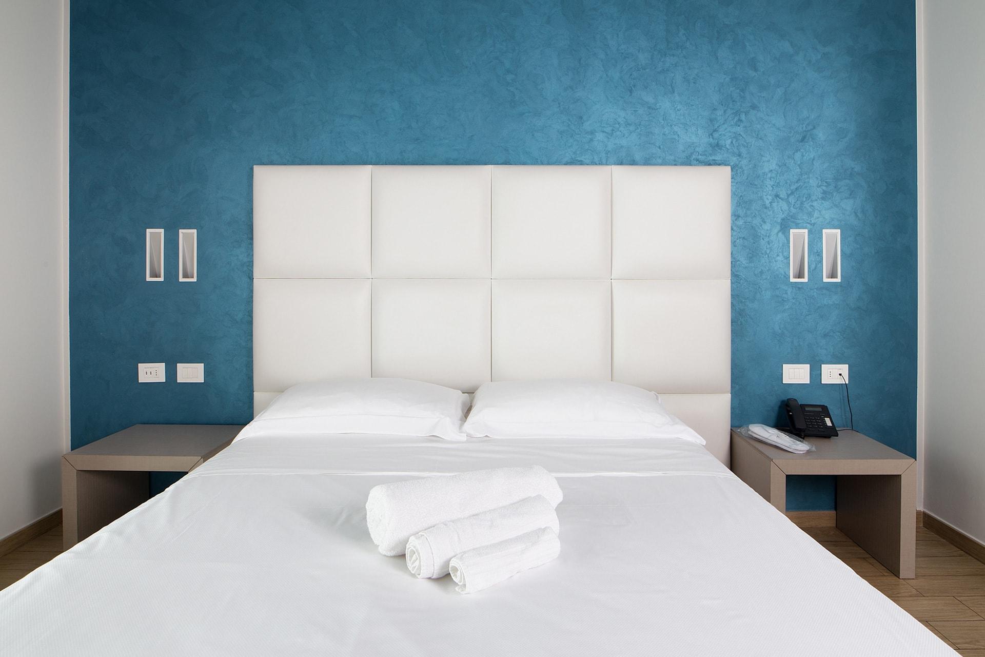 Hotel brescia con camera singola albergo a brescia con camera singola - Arredamento camera singola ...